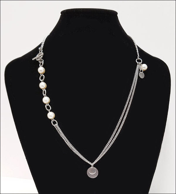Modern asymmetric necklace