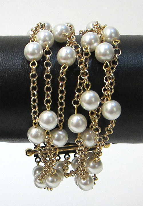 Pearl Bracelet with Gold Chain