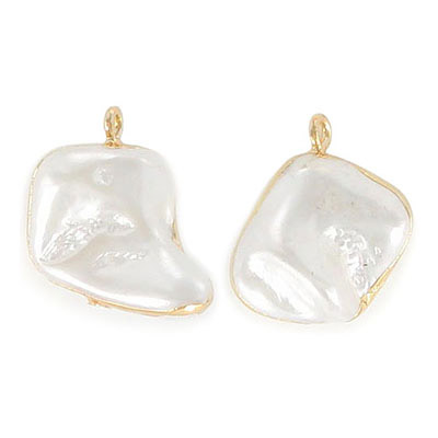 Fresh water pearl pendant, 15-25mm, irregular shape, natural, gold plate
