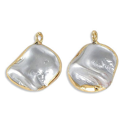 Fresh water pearl pendant, 15-25mm, irregular shape, grey, gold plate frame