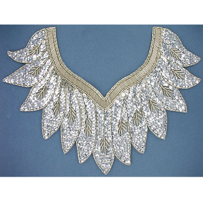 Sequin motifs, 31x22.5cm, 12x9, v shape with charleston feathers, silver